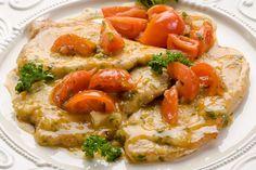 Il maiale al vino bianco con pomodorini sarà un ottimo secondo piatto da servire anche nelle occasioni più particolari. Ecco la ricetta