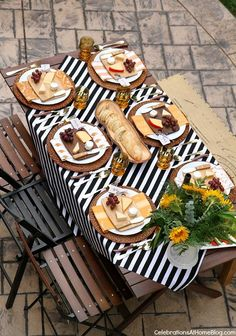 WELCOME FALL WITH A DINNER PARTY AL FRESCO. Entertaining at home is easy with these party ideas and inspiring images. #winecheese