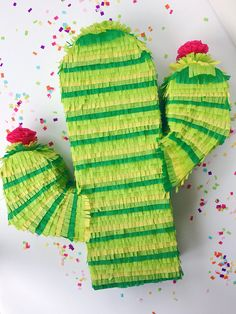 20 Adorable Mini Pinatas For Your Kid's Party - mybabydoo Wedding Pinata, Pinata Party, Mini Pinatas, Mexican Fiesta Party, Mexican Pinata, Diy Love, Fiestas Party, Taco Party, Party Time