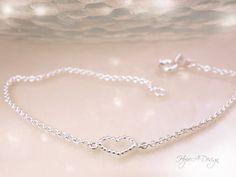 Delicate silver heart bracelet - Dainty sterling silver bracelet - Heart jewelry - Romantic jewelry - Girls bracelet - Handmade bracelet by HopeADesign on Etsy Dainty Bracelets, Handmade Bracelets, Sterling Silver Bracelets, Silver Jewelry, Heart Bracelet, Heart Jewelry, Tiny Heart, Bracelet Sizes, Jewelry Crafts