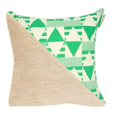 Coussin Hellopillow New triangle cinetic vert salad