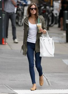 Simple army jacket, cotton tank, and casual jeans paired with nude flats and a big carry-all totebag. Casual at its best. Look Olivia Palermo, Estilo Olivia Palermo, Fashion Mode, Look Fashion, Womens Fashion, Street Fashion, Fashion 2015, Jeans Fashion, Fashion Black