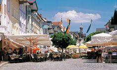 Bad Tölz - pedestrian zone, © Tourist-Information Bad Tölz - überall in der Markstrasse laden Biergärten und Restaurants zum Verweilen ein.