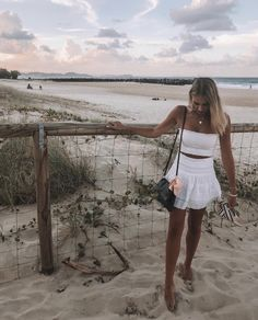 It's late summer urf lesson is free How are you, couple? It's late summer and we're offering free surfing lessons. Trendy Outfits, Cute Outfits, Fashion Outfits, Fashion Tips, 2000s Fashion, Modest Fashion, Beautiful Outfits, Men Fashion, Mode Streetwear