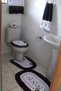 Sandra Roque Artesanatos: Jogo de banheiro branco e preto com flores e perol...