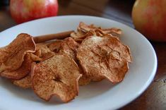 Homemade Baked Cinnamon Apple Chips~Paleo AND gluten free! And, the cure for my cinnamon and sugar cravings (which is my biggest sweet-tooth want). Low Sugar Recipes, No Sugar Foods, Fall Dessert Recipes, Snack Recipes, Diet Recipes, Healthy Chip Alternative, Yummy Healthy Snacks, Dessert Healthy, Keto Snacks