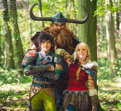 How to Train your Dragon Cosplayers: David chan cosplay: Stoick the Vast Lily on the Moon: Astrid Liui: Hiccup Photographer: Omaru