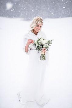 Braut Portrait, Schnee, Vintage Hochzeit in Mondsee, Birgit Schulz Hochzeitsfotografin, www.birgitschulz.at Wedding Dresses, Blog, Fashion, Bridal Portraits, Bridal Dresses, Moda, Bridal Gowns, Wedding Gowns, Weding Dresses