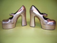 Gorgeous Mary Janes! Seriously. Vintage Platform Mary Jane 1972 Shoes, Pink Metallic by Cerchier.