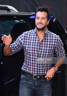 Such a lovely man Male Country Singers, Country Music Artists, Country Music Stars, Luke Bryan Funny, Luke Bryan Family, Luke Bryan Pictures, Bryan Singer, Luke Bryans, Cool Countries