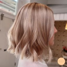Golden Blonde Balayage for Straight Hair - Honey Blonde Hair Inspiration - The Trending Hairstyle Long Face Hairstyles, Bob Hairstyles, Formal Hairstyles, Wedding Hairstyles, Cheveux Beiges, Blond Rose, Rose Blonde Hair, Medium Hair Styles, Short Hair Styles