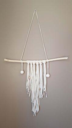 Suspension liane bois clair Bande coton écru et perles en bois et perles coton blanche : Décorations murales par kodyao