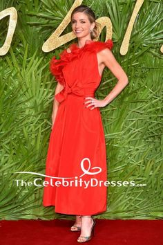 Annabelle Wallis Red