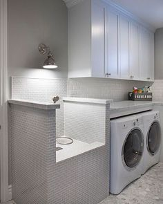 WEBSTA @ scoutandnimble - Pet owners!!! Don't you love this washing station in this laundry room designed by @agk_designstudio?! So smart.