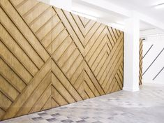 Herringbone and Chevron patterns instantly add visual interest to any space. These eight awesome rooms show off creative ways to use them. wall 8 Rooms to Woo You with Herringbone and Chevrons Patterns Timber Walls, Wooden Walls, Wall Wood, Wood Art, Estilo Tropical, Wood Patterns, Chevron Patterns, Wall Finishes, Wall Cladding