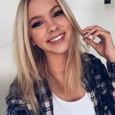(( Jordyn Jones)) Hello I'm Alli. I'm 15 years old. My big brother is Austin. Girls Selfies, Girl Photography, Pretty Hairstyles, Pretty Face, Pretty People, Her Style, Makeup Looks, Short Hair Styles, Hair Beauty