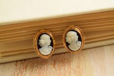 Vintage 1950's Petite Cameo Earrings | Black and White Lady Cameo by GracedVestige on Etsy