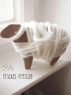 Heute gibt es ein kleines DIY zur Resteverwertung von nicht mehr gebrauchter Wolle. Zum Ausschneiden für ältere Kinder, zum Umwickeln für die kleineren …