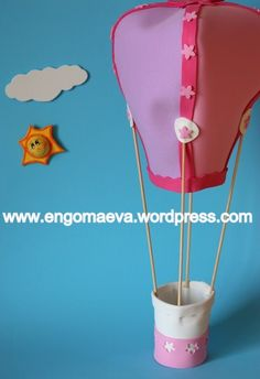 Cute hot air balloon, handmade with paper eva  ---   Lindo globo aeroestático, hecho a mano con goma eva