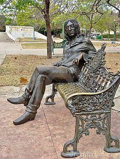 Estatua de John Lennon en un parque en La Habana, Cuba. Él es venerado allí