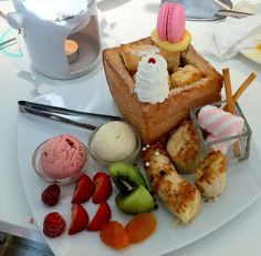 Honey toast with fruit and marshmallows at the Dazzling Cafe, Taipei, Taiwan I Photo by Melanie Wynne