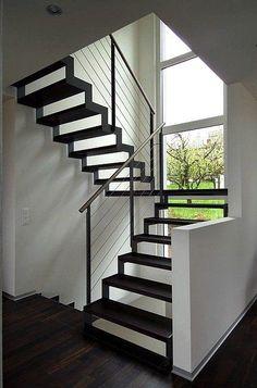 Escalier métallique Ferro, escaliers limon métal crémaillère. Metal Stairs, Modern Stairs, Railing Design, Staircase Design, Escalier Design, Staircase Railings, Staircases, Interior Stairs, House Stairs