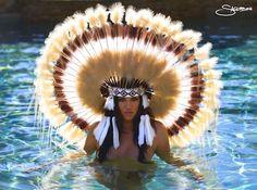 Two guilty pleasures in one - kardashians + headdresses! Yolo, Koko Kardashian, Kardashian Latest, Khloe K, Dash Dolls, Flotsam And Jetsam, Native American Beauty, Feather Headdress, Native Art