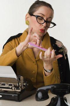 Los principios de la comunicación escrita: La máquina de escribir- la típica secretaria