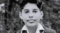 Freddie Mercury In school uniform. He was teased and called 'Bucky' at school because of his teeth, but refused braces as a teen because he thought it would affect his voice. Queen Freddie Mercury, Freddie Mercury Teeth, Brian May, John Deacon, Viejo Hollywood, Old Hollywood, Hard Rock, Freddie Mercuri, Age Tendre
