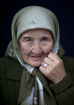 woman in Kyrgyzstan, photo by Eric Lafforgue Eric Lafforgue, We Are The World, People Around The World, Beautiful People, Beautiful Women, Steve Mccurry, Old Faces, Before Us, Aging Gracefully