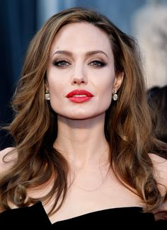 25 Light brown hair color and balayage ideas  Light Brown Hair color is very much in vogue in so in this article we offer you useful information about which nuances are most up-to-dat. Angelina Jolie Daughter, Angelina Jolie Makeup, Angelina Joile, Angelina Jolie Style, Brad Pitt And Angelina Jolie, Angelina Jolie Blonde, Angelina Jolie Maleficent, Estilo Khloe Kardashian, Most Beautiful Hollywood Actress