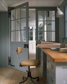 Pale floors/ internal doors are a good look with upper half glazed in panels