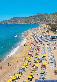 Пляжи Алании входят в десятку лучших пляжей Турции, в том числе и за идеально чистую прибрежную зону, отмеченную «голубым флагом». Великолепные песчаные пляжи протянулись на 70 км вдоль береговой линии, которая поделена выступающими в море скалами на множество тихих одиноких бухт. Пляжи Алании. Турция Dream Properties, Luxury Holidays, Real Estate Investing, Luxury Apartments, Travel Around, Places Ive Been, Villa, City, Beach