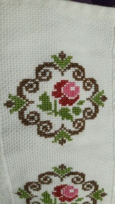 embroidery stitches by hand tutorial Cross Stitch Cards, Cross Stitch Borders, Cross Stitch Rose, Cross Stitch Alphabet, Cross Stitch Flowers, Cross Stitch Designs, Cross Stitch Patterns, Embroidery Flowers Pattern, Hand Embroidery Stitches