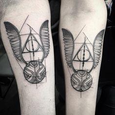 Tatuagem feita por Lucas Martinelli de São Paulo.    Pomo de ouro inspirado na série de filmes Harry Potter.