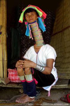 femme girafe aux long cou