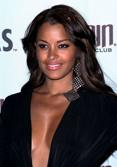 Claudia Jordan rocks loose waves