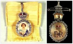 The Queen is depicted wearing the George IV State Diadem, ribbon and star of the Order of the Garter. It is set in a diamond frame topped by a Tudor crown and set on a chartreuse yellow silk ribbon bow. Her cypher adorns the reverse side.