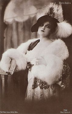 Remembering American born silent film actress Fern Andra who passed away on this day. Studying under Max Reinhardt, she became one of the most popular actresses in German silent film. Vintage Fur, Mode Vintage, Vintage Glamour, Vintage Beauty, Vintage Ladies, Vintage Style, Silent Screen Stars, Silent Film Stars, Movie Stars