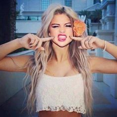 One Minute With The Most Defining Moments Of Your Life! Save the Day - Selena Gomez LifeStream. Selena Gomez, Carrington Durham, Pokerface, Hot Blondes, Cute Hairstyles, Hair Goals, Love Fashion, Hair Inspiration, My Hair