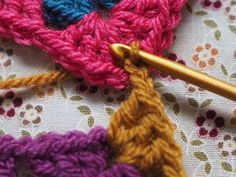 Detailed photo tutorial on how to crochet a granny square for absolute beginners. Crochet Chart, Easy Crochet, Crochet Stitches, Crochet Hooks, Crochet Blankets, Baby Blankets, Joining Granny Squares, Elephant Baby Blanket, Crochet Patterns For Beginners