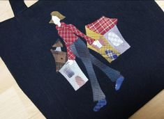 미니 에코백 도시락가방 용도로 만들었습ㄴ니다 예전에 어느 사이트인지... 옷에 아플리케했던 그림으로 약... Quilted Bag, Purses And Bags, Applique, Quilts, Handmade Bags, Scrappy Quilts, Totes, Quilt Sets, Quilt