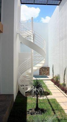 38 Small Terrace Design Projects to Maximize Your Small Space Spiral Staircase Outdoor, Outdoor Stairs, Grand Staircase, Railing Design, Staircase Design, Outside Stairs, External Staircase, Small Terrace, Exterior Stairs