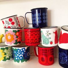 ARABIA FINEL, kirsikka, domino, orient, lintu, sydän, nooan arkki, kehrä.... Vintage Kitchen, Retro Vintage, Kitchenware, Tableware, Cool Mugs, Marimekko, Cool Items, Scandinavian Design, House Colors