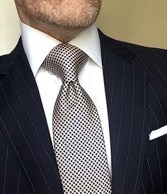 mens fashion trends that look great! Dapper Gentleman, Gentleman Style, Mens Fashion Suits, Mens Suits, Designer Suits For Men, Herren Outfit, Fashion Wallpaper, Tie Styles, Dress For Success