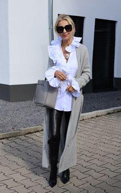 Bibi Horst, Stilexpertin 50+, spricht über den Leder Trend und zeigt uns ihre Leder Looks   Stilexperte für Styling und Anti-Aging 45+ Over 50 Womens Fashion, Fashion Over 50, Work Fashion, Winter Outfits Women, Fall Outfits, Baggy Jeans Damen, Business Outfit Damen, October Fashion, Clothes For Women Over 50