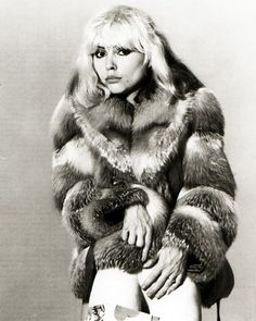 Debbie Harry aka Blondie in Fur. Blondie Debbie Harry, Diamanda Galas, Rock Chick Style, Another A, Women In Music, Cool Rocks, Vintage Fur, Art Graphique, Glam Rock