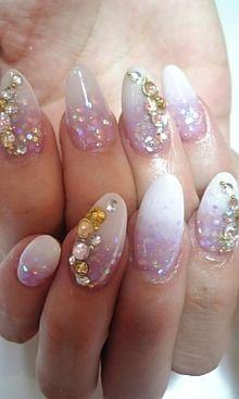 Nails, Nail Art, Nail Design, Japanese Nail Art, Manicure, Acrylics, Long Nails, Almond Nails, Iridescent Glitter, Rhinestones, Crystals, Gradient, Gold, Pink, White