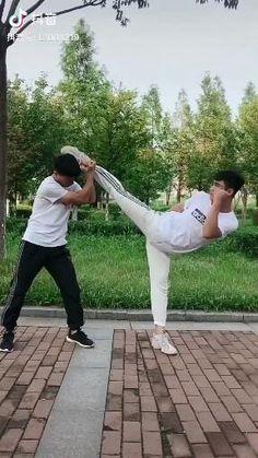 Martial Arts Moves, Self Defense Martial Arts, Martial Arts Styles, Martial Arts Workout, Martial Arts Training, Fight Techniques, Martial Arts Techniques, Self Defense Techniques, Karate
