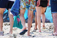 Aufnahme von Shorts und Badelatschen im Sommer auf der Insel La Reunion Trends, Shorts, Fashion, Island, People, Summer Recipes, Moda, La Mode, Fasion